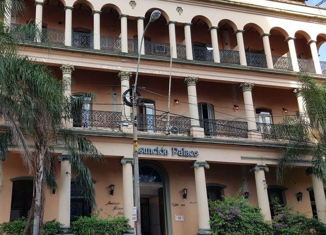 Один из отелей города