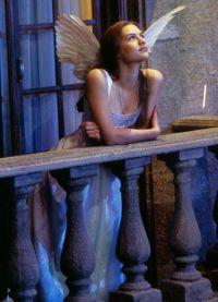 Клэр Дэйнс очень гармонична в своей роли Джульетты