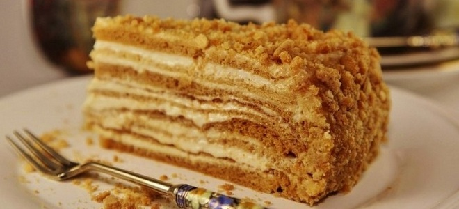 kolač od meda na klasičnom receptu s vodenom kupkom