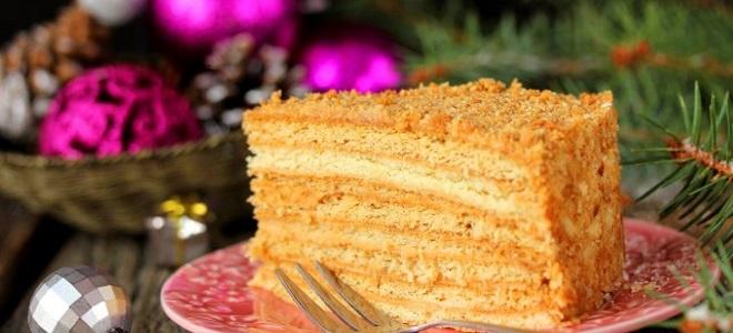 kolač od meda s klasičnim receptom s kremšom