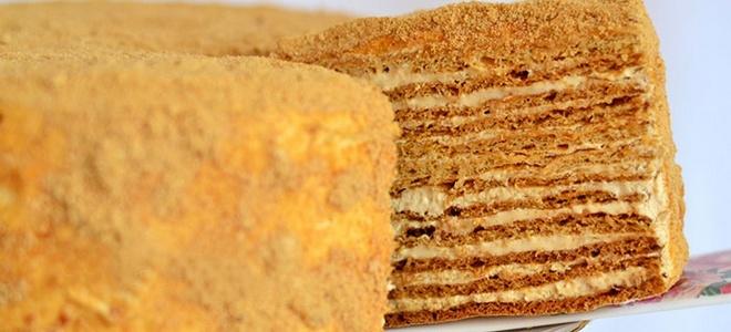 kolač od meda s vrhnjem klasičnim receptom