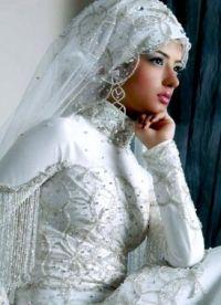 Zaprta poročna obleka 1