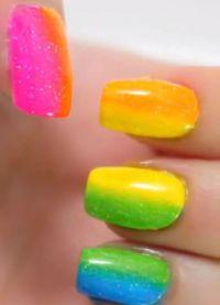 manicure o różnych kolorach 1