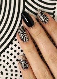 manicure o różnych kolorach 2