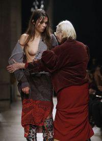 Вивьен Вествуд не дает модели опозориться