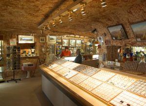 Подземный магазин по продаже опалов