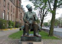 Памятник Андерсену на Ратушной площади