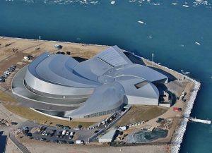 Аквариум Голубая планета имеет уникальную архитектуру