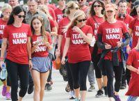 Кортни Кокс с дочерью поучаствовали в благотворительном забеге-ходьбе