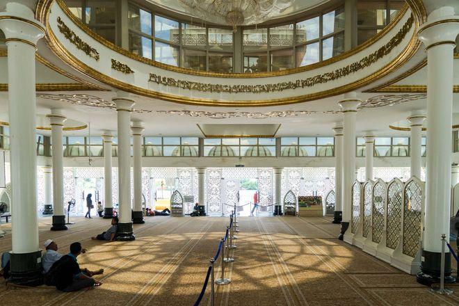 Интерьер Кристальной мечети