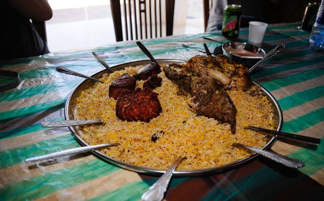 Национальное мясное блюдо Омана