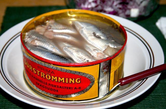 Традиционное блюдо Швеции - сюрстремминг