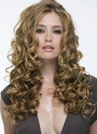 piękne loki na długie włosy 4
