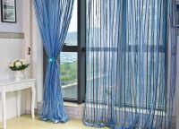 Zasłony w salonie z drzwiami balkonowymi2