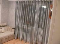 Zasłony w salonie z drzwiami balkonowymi7