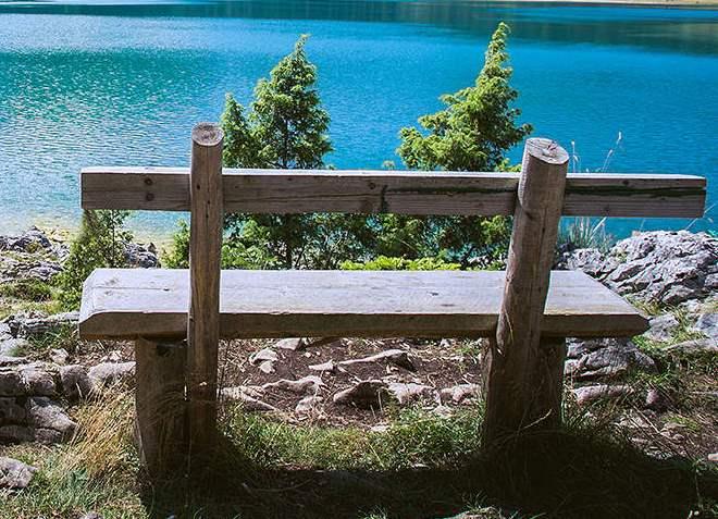 Скамейки для отдыхающих