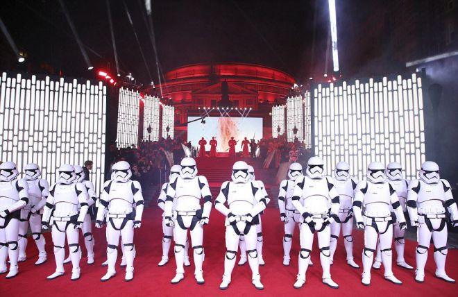 Штурмовики  на премьере «Звездных войн: Последние джедаи»