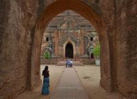 Ворота, ведущие в храм