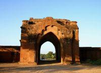 Ворота ведущие из храма
