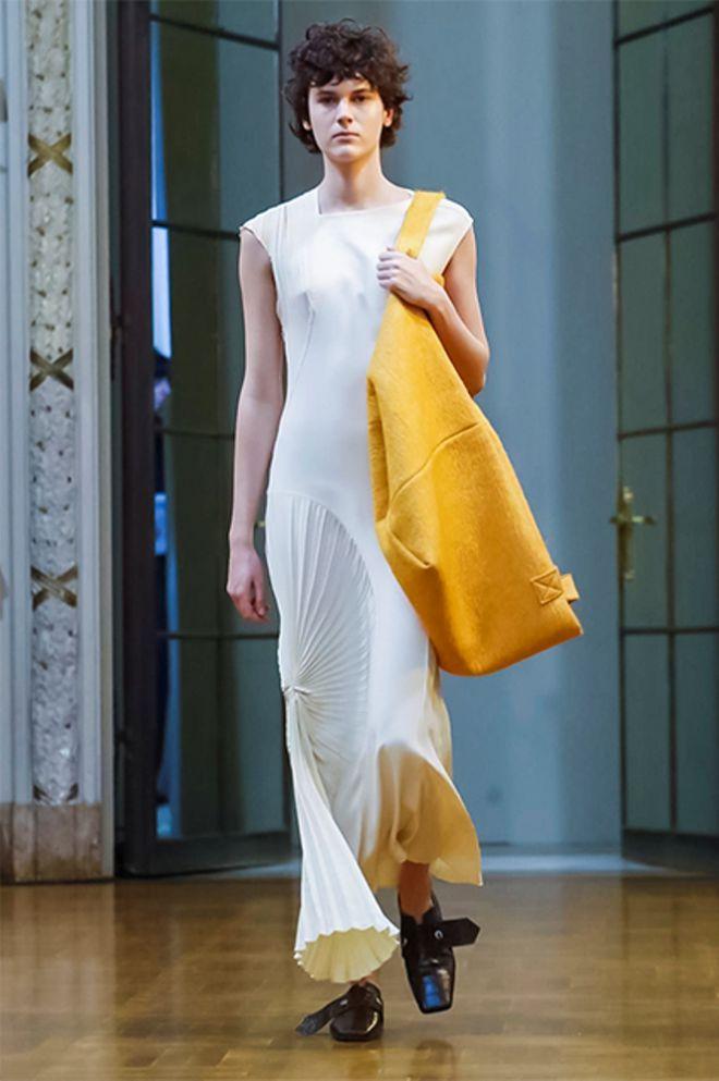 Бекхэм вводит в моду объемные тканевые сумки