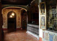 Картины внутри монастыря