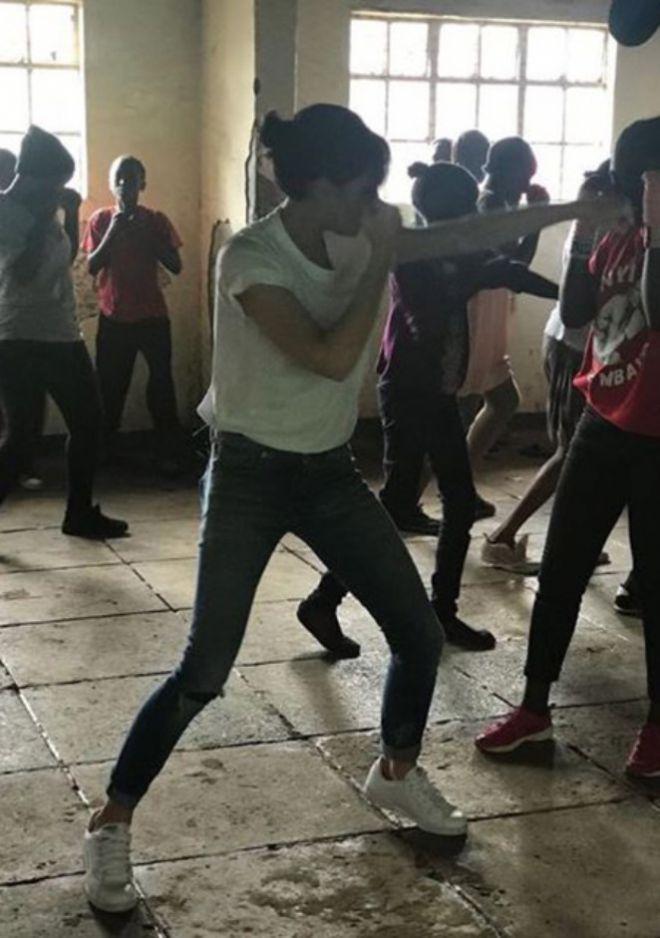 Виктория Бекхэм боксирует