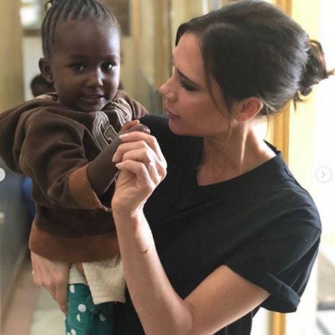 Виктория очень любит детей
