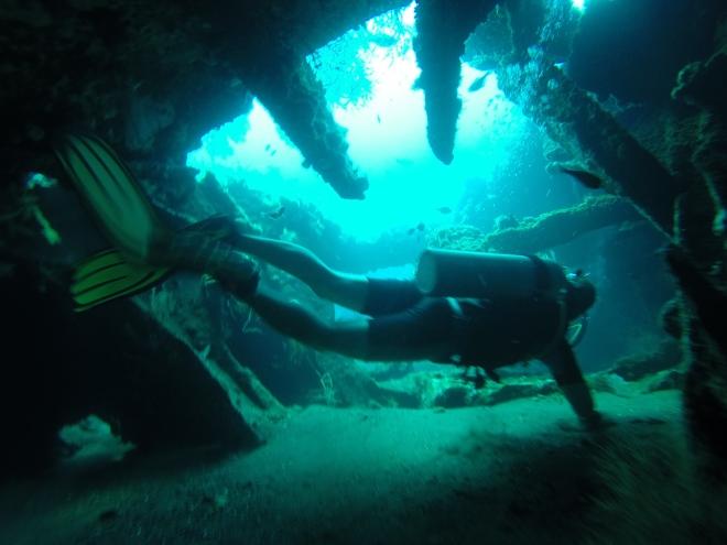 Затонувший корабль - главная достопримечательность Туламбена