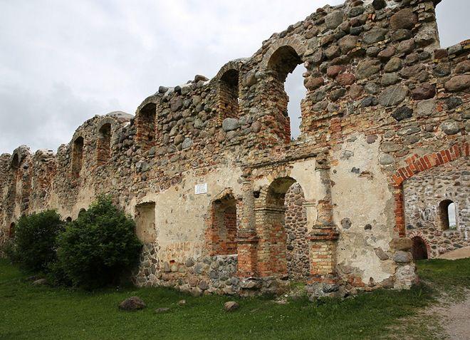 Добельский замок - исторический памятник
