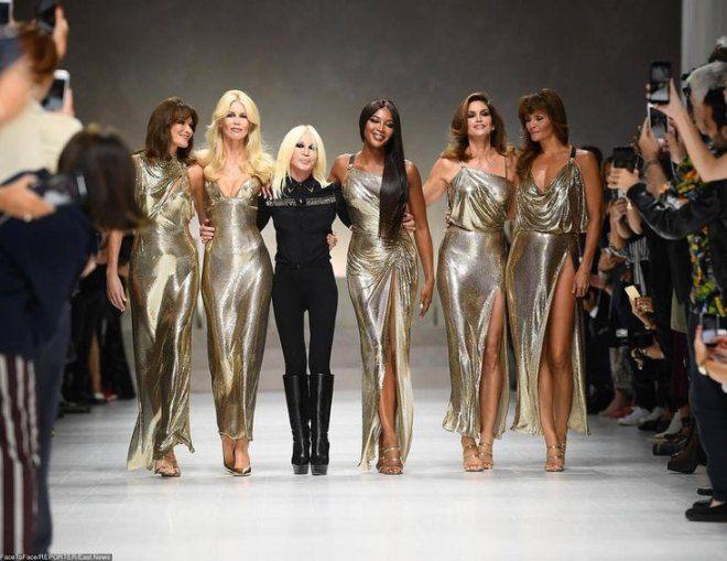 Донателла Версаче на своем показе мод