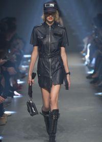 Короткие кожаные платья понравятся многим модницам