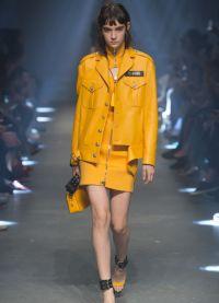 Яркие кожаные костюмы - тренд следующей весны