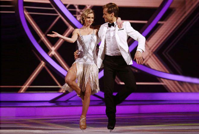 Донна Эйр со своим партнером Марком Ханретти на шоу Dancing on Ice
