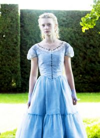Облечи Алиса в страната на чудесата 3