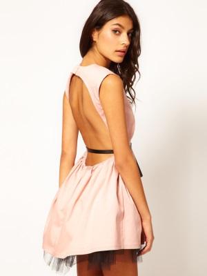 Sukienki z otwartym tyłem10