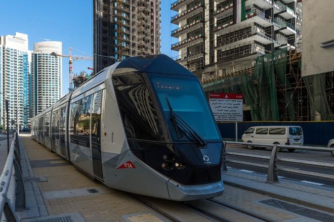 По престижному району Дубай Марина проложены трамвайные линии