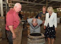 Гости на старейшем винодельческом  предприятий страны