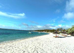 Пляж Труа-д`О-Дус