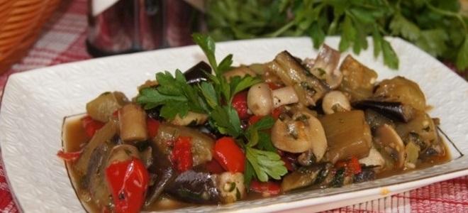 povrtna gulaš s gljivama i patlidžanima