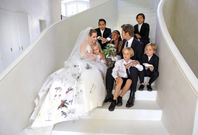 Анджелина Джоли с семьей в день свадьбы