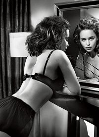 Эмилия Кларк в красивом нижнем белье