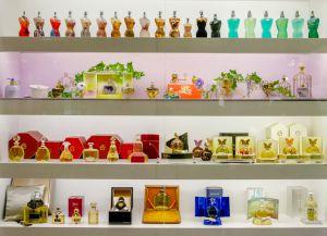 Экспозиция музея парфюмерии