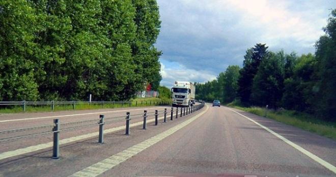 Через город проходит трасса E20