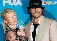 Мисс Спирс с бывшим мужем и собачкой