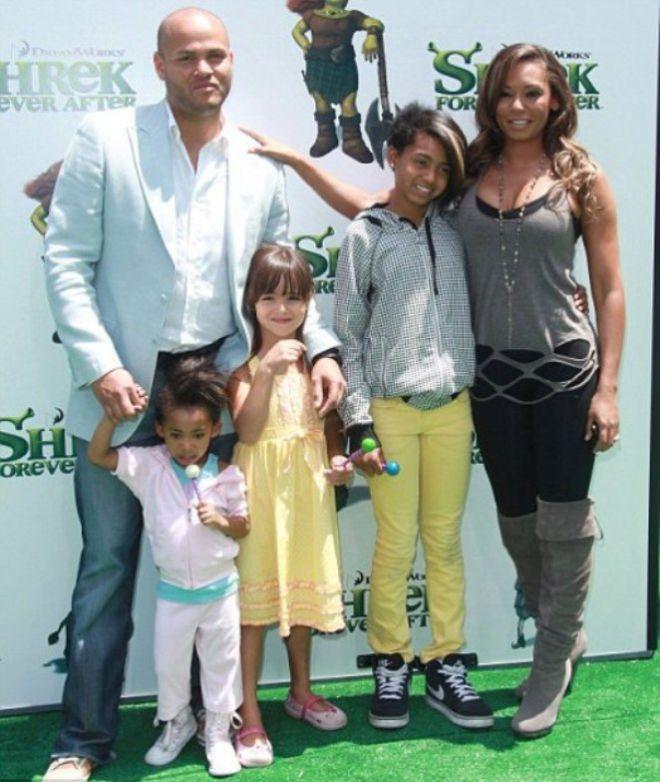 Мелани Браун с мужем и детьми