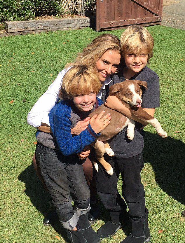 Брук Мюллер с сыновьями-близнецами Бобом и Максом