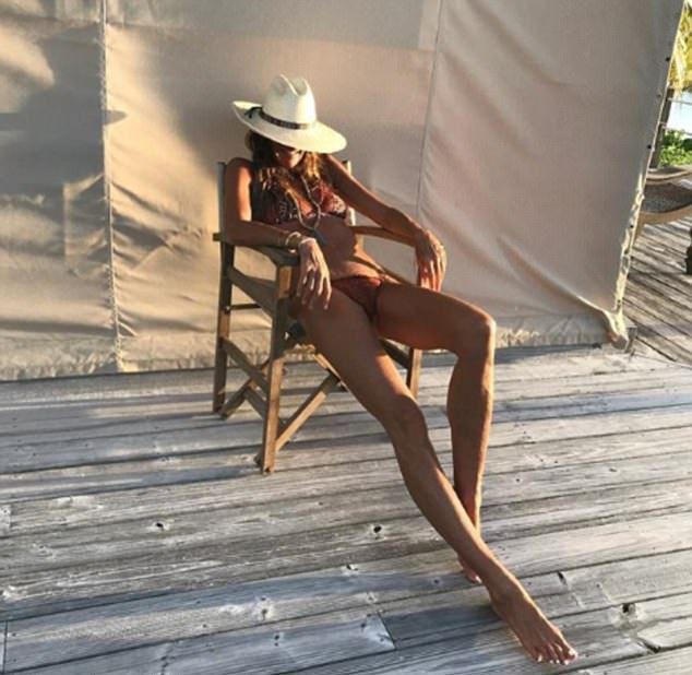 53-летняя Эль Макферсон в купальнике