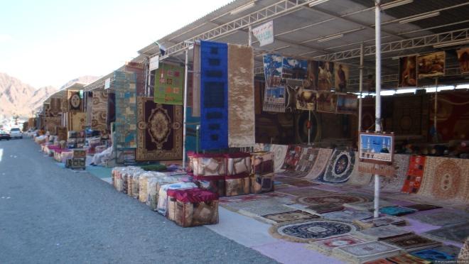 Посещение рынка ковров входит в некоторые экскурсии