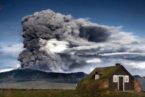 Фото извергающегося вулкана в Исландии