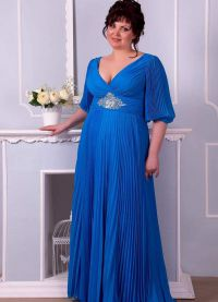 Elegancka sukienka dla pełnych kobiet na wesele8